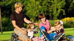 Как научить кататься на роликах ребенка