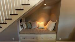 Как обустроить пространство под лестницей
