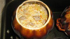 Жаркое из свинины и картофеля в горшочках