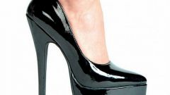 How to stretch patent leather shoes