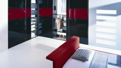 Wardrobes with glass doors: pros and cons