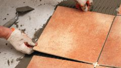 Как правильно класть плитку на пол