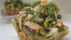 Песочные корзинки с мясным салатом