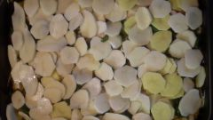 Запеченная тыква и картофель с куриным филе