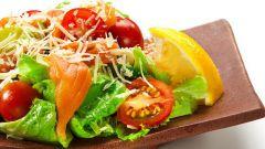 Салат с лососем и сыром