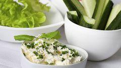 Как приготовить здоровый ужин: творог с зеленью