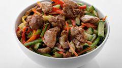 Пикантный салат с курицей