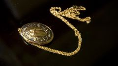 How to untangle a gold chain