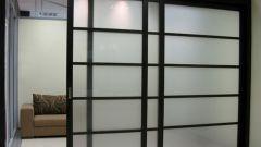 Раздвижные перегородки в комнате как лучший способ зонирования