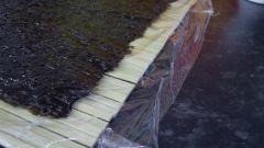 Чем заменить циновку для роллов и суши