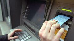 За что берут комиссию при снятии денег в банкомате