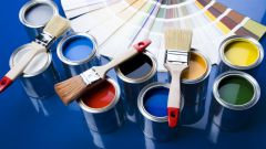 Какой краской красить деревянный дом