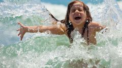 С какого возраста ребенку можно купаться в реке