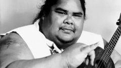 Кто такой Израэль Камакавиво'оле и почему он считается национальным героем Гавайи?