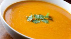Бархатный суп-пюре из кабачков с карри