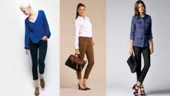 Классические зауженные женские брюки: куда и с чем носить
