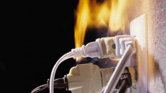 Как правильно поступить, если загорелась электропроводка