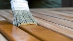 What brush is best to apply varnish on wood