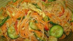 Как приготовить салат из фунчозы с огурцами