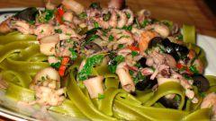 Зеленые тальятелли с суго из морепродуктов