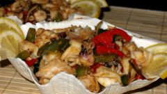 Кальмары с паприкой и базиликом