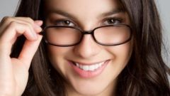 Почему окулист в рецепте на очки указывает расстояние между центрами зрачков