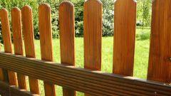 Какими красками нужно красить деревянный забор в 2018 году