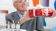 What gift grandpa birthday to do with their hands