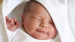 Гноятся глаза у новорожденного: причины и лечение