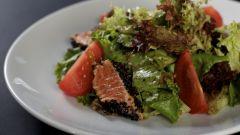 Как приготовить салат с семгой и моцпреллой