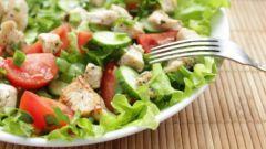 Как приготовить салат из овощей с курицей