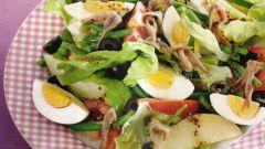 Как приготовить салат с кальмарами и яйцами