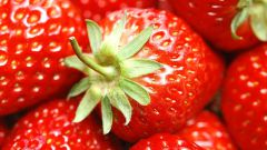 How to freeze strawberries for the winter: subtleties, nuances and recipes