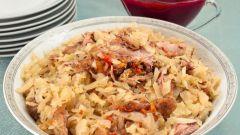 Как готовится утка, тушенная с капустой и брусничным соусом