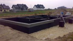 What should be the height of the Foundation of the house