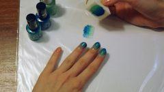 Как красить ногти с помощью куска поролона