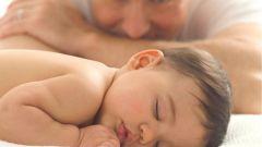 Что делать, если ребенок переворачивается во сне на живот