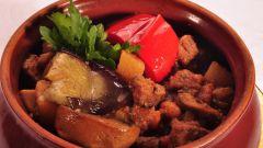 Как приготовить мясо с картошкой в горшочках