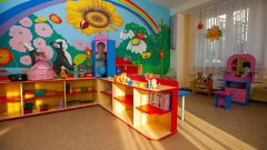 Wall decoration in kindergarten: rainbow group