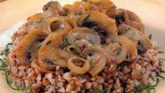 Гречневая каша с грибами в сметанном соусе