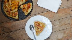 Как приготовить деревенский слоеный пирог с персиками
