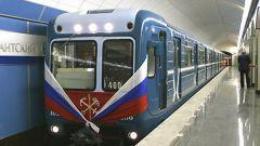 С какой скоростью движется электропоезд в  метро