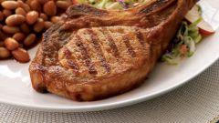 Свинина на косточке в духовке - лучшие рецепты