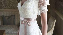 Тренды: свадебное платье с кружевными рукавами