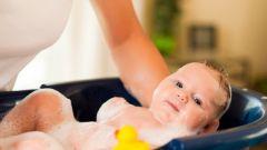 Как организовать первое купание новорожденного дома
