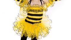 How to make a bee outfit with their hands