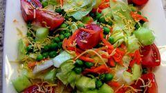 Салат из капусты с уксусом, помидорами и перцем