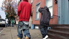 Почему рэперы носят спущенные штаны