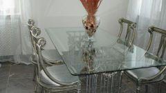 Стеклянная мебель в интерьере: плюсы и минусы