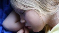Как отучить ребенка спать днем
